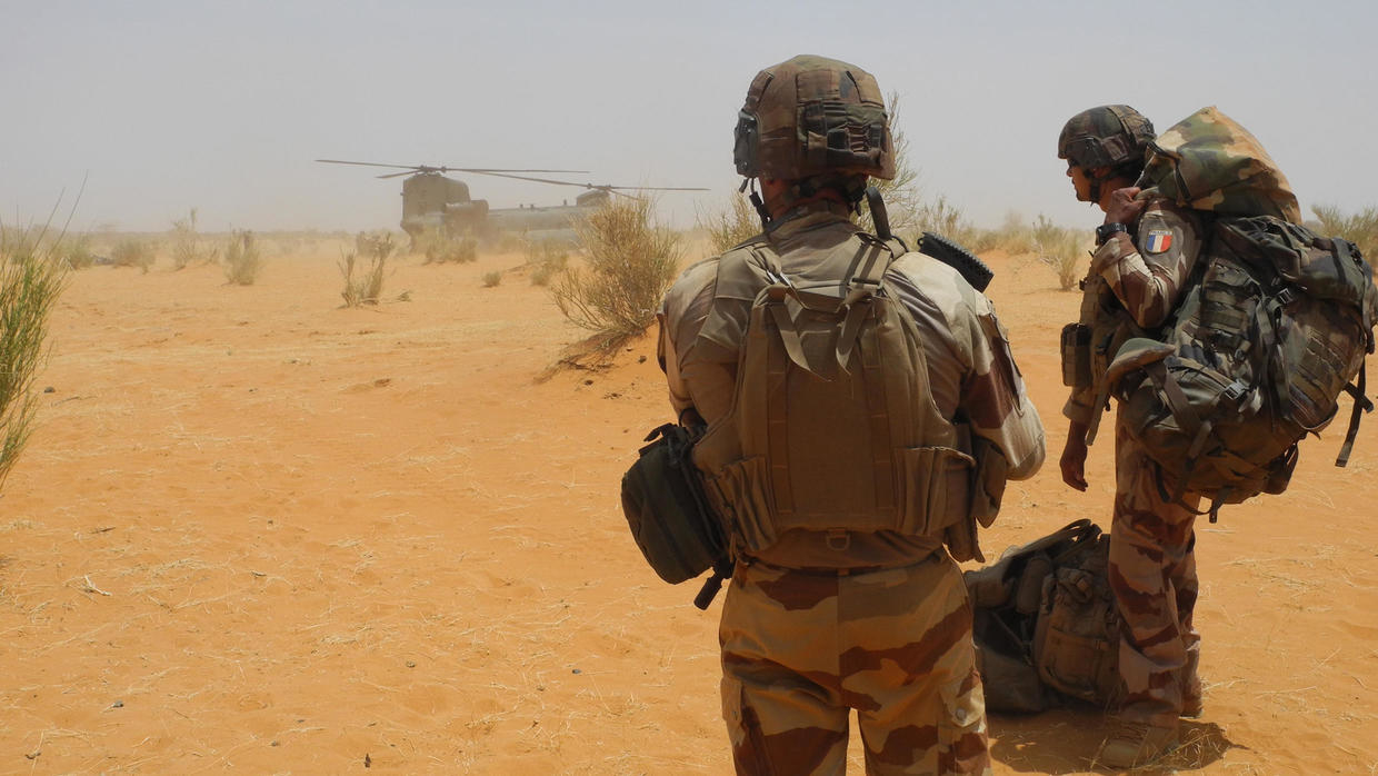 Photo of French Foreign Legion soldier fighting in Mali dies from IED injuries