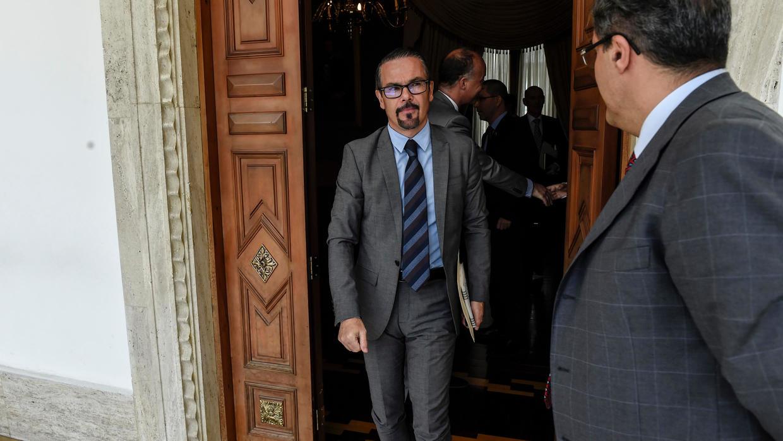 Photo of France accuses Venezuela of harassing Caracas embassy, summons envoy