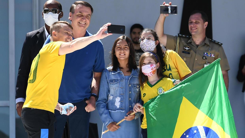 Photo of Bolsonaro rallies the right as Brazil coronavirus cases surpass 100,000
