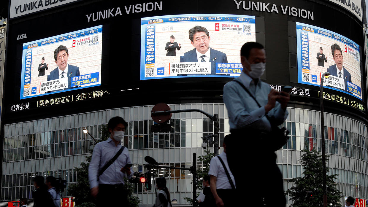 Photo of Japans Abe lifts state of emergency, says virus outbreak under control