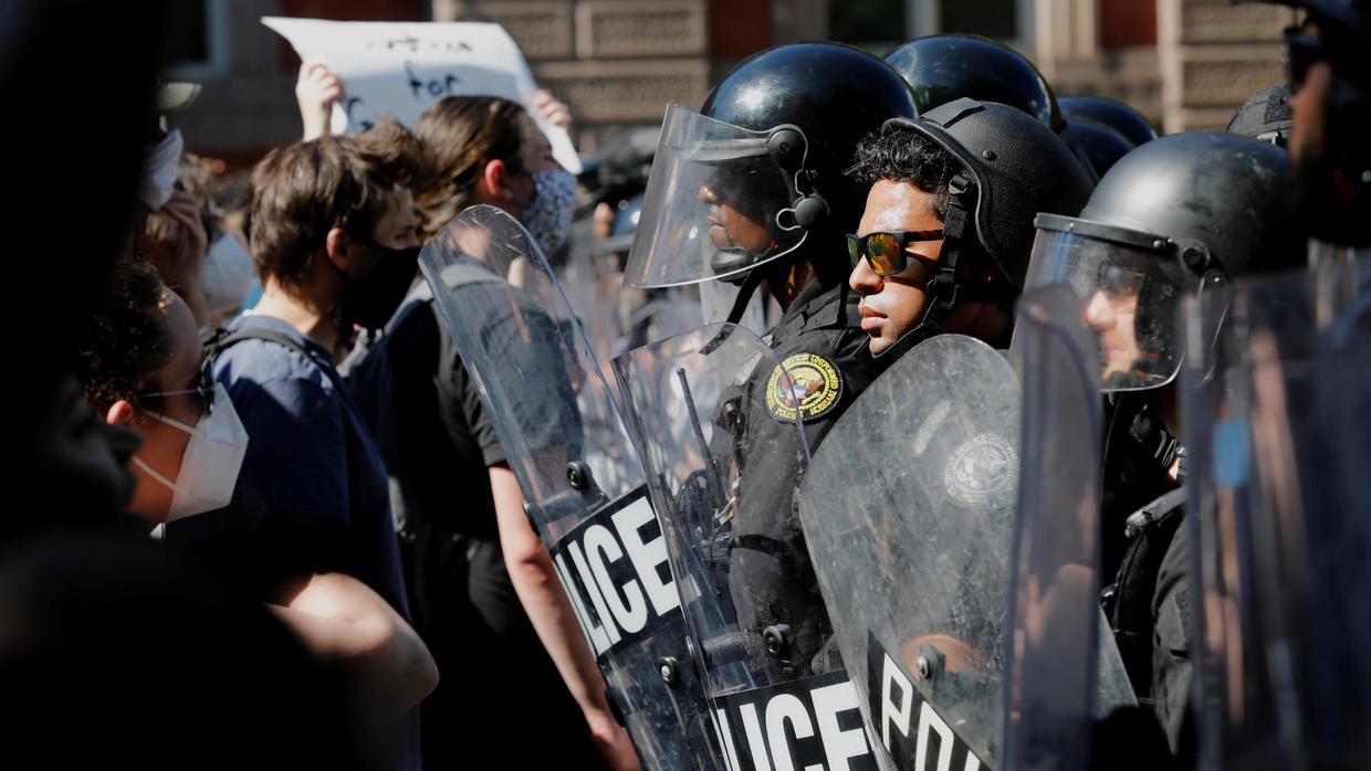 Photo of Trump warns cities, states to get much tougher on anti-police protests