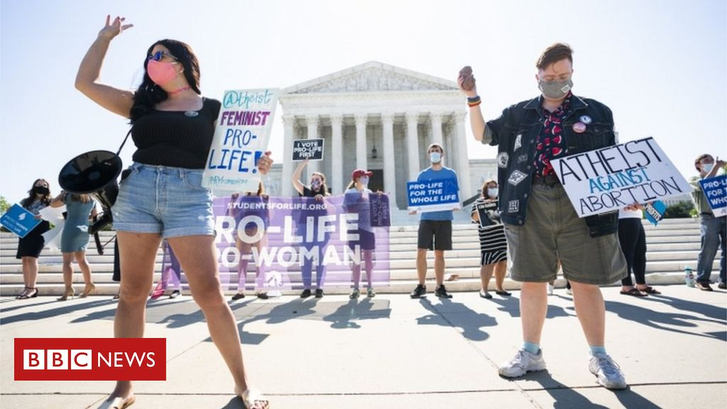 Photo of US top court strikes down law limiting abortions