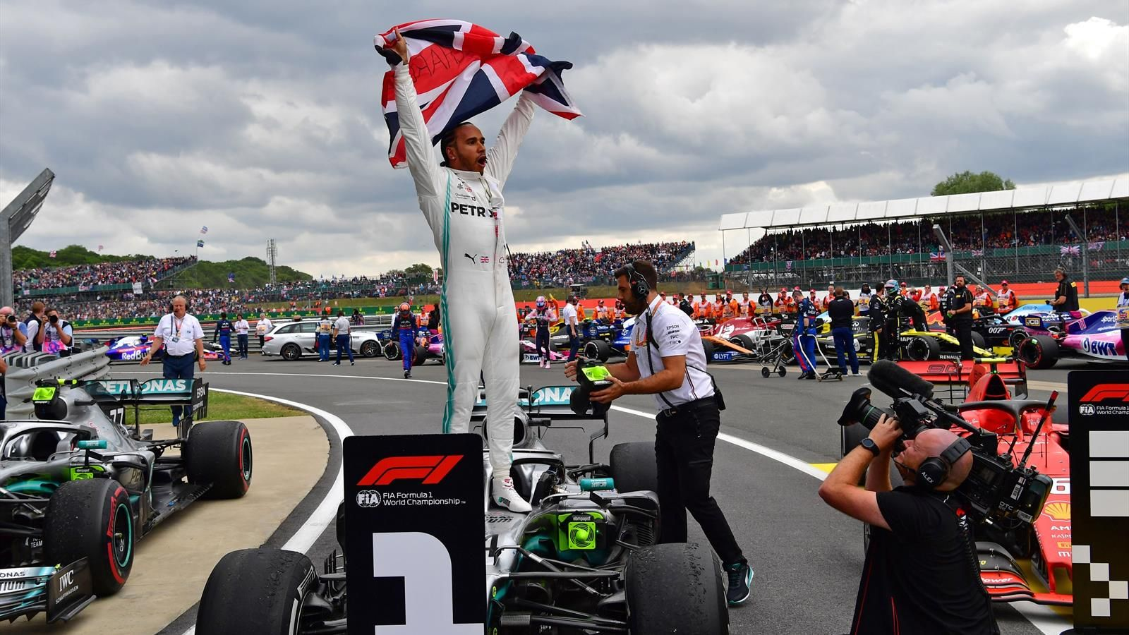 Photo of F1 confirm TWO races at Silverstone as new 2020 calendar is released