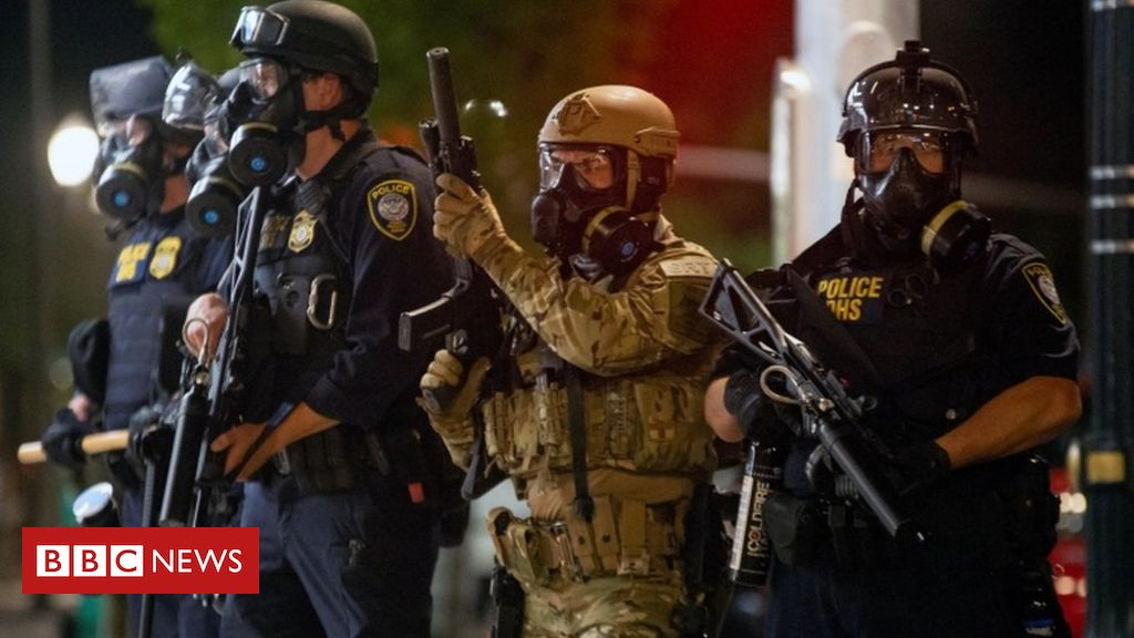 Photo of Portland protests: Mayor demands federal troops leave city