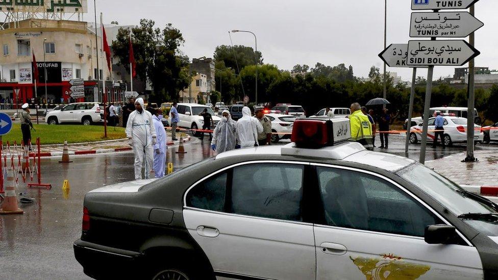 Photo of Tunisia: Policeman and three militants dead after 'terrorist' attack