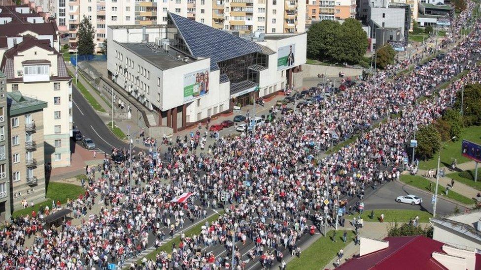 Photo of Belarus protests: Opposition keeps up pressure on Lukashenko