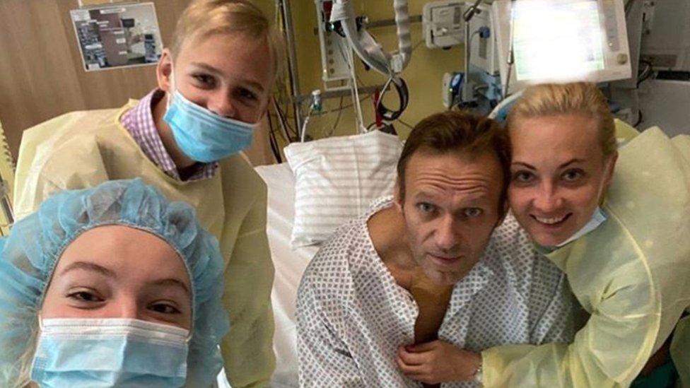 Photo of Alexei Navalny: Poisoned Putin critic 'will return to Russia'
