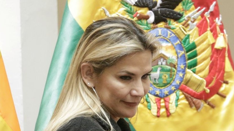 Photo of Bolivia's interim leader Jeanine Áñez quits presidential race