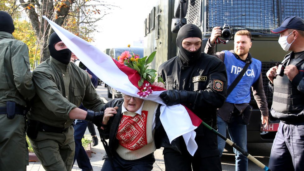 Photo of Belarus protests: Opposition icon, 73, among hundreds detained in Minsk