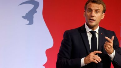 Photo of Macron to 'eat humble pie' over Brexit fishing demand as Boris told 'stand firm until end'